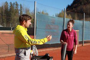 TAAB-Tennis Head Coach Alex beim Training.